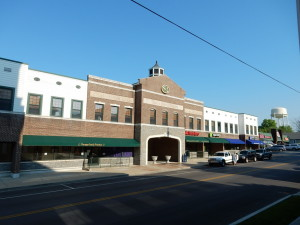209 N Main St.  Thoroughbred Square, Versailles, KY